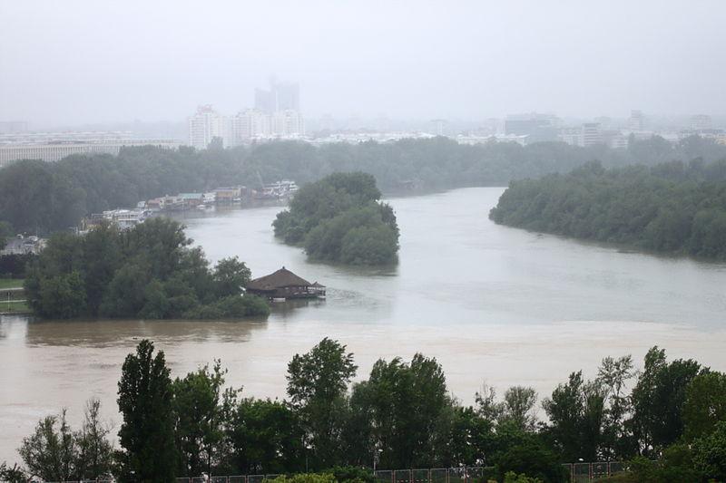 Bělehrad,_Kalemegdan,_Rozvodněná_Sáva_se_vlévá_do_Dunaje