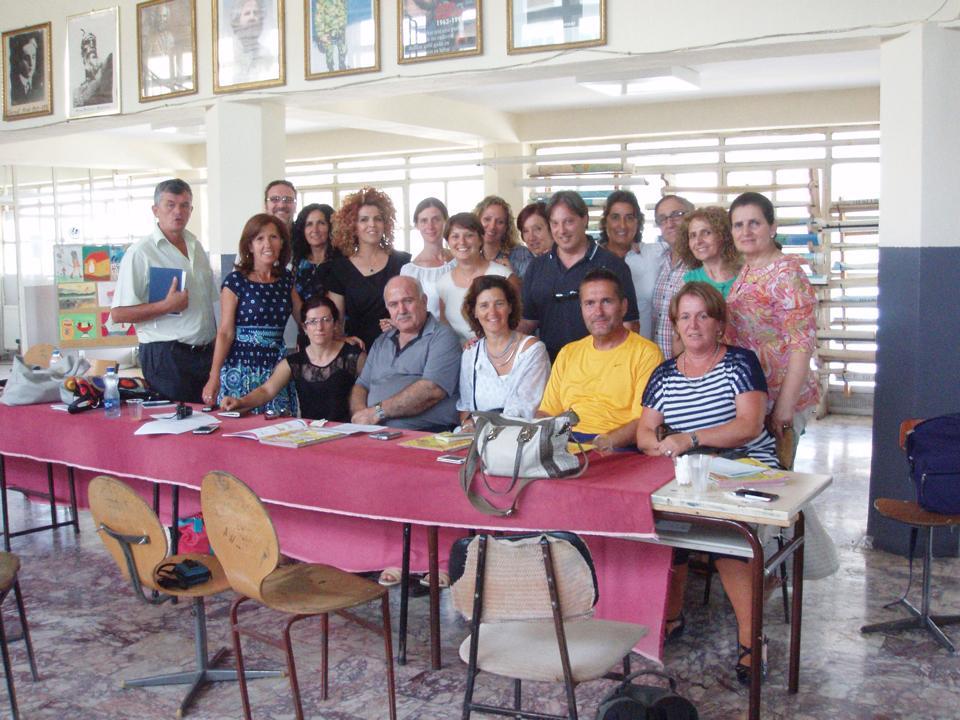 Docenti Senza Frontire con gli insegnantri della scuola di Shtat Shtatore, quartiere multietnico della città di Peja/Pec.